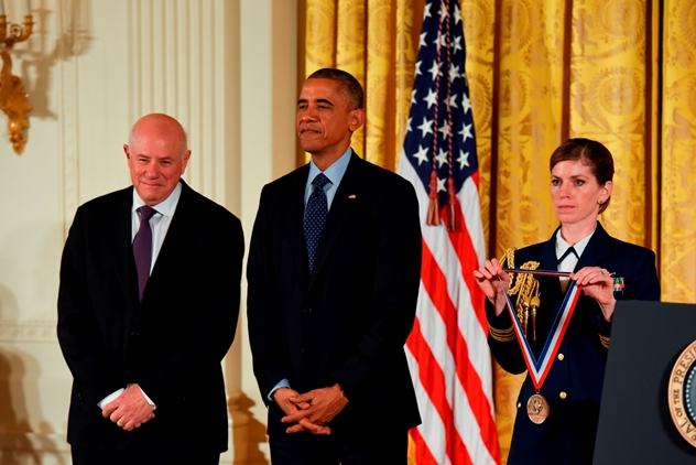 SanDisk-Co-Founder-Eli_Harari-Receives-Medal-at-White-House-LR2.jpg